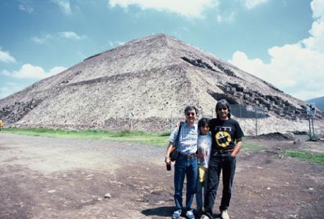ハビエルベルムデスと秋山・ティオティワカン・(1994)